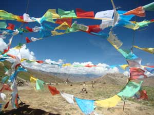 Tibet-pass-flags
